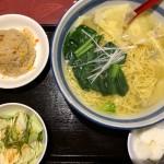 ワンタン麺+半チャーハンセット(880円)